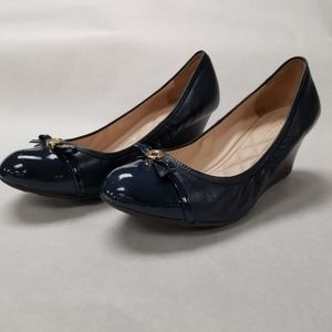COLE HAAN Navy Wedge Pump w/Bow and Gold Size 7.5